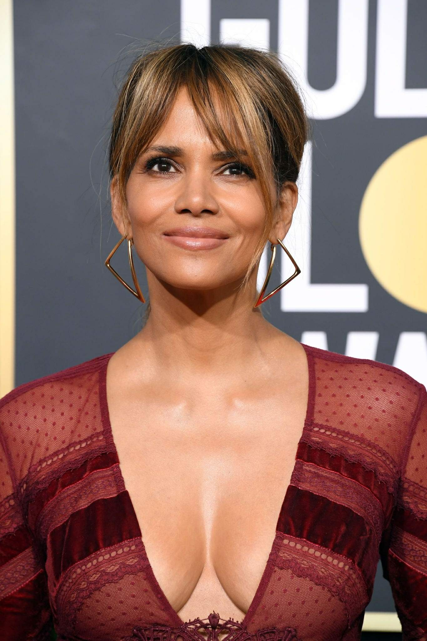 Halle Berry Cleavage @ 76th Annual Golden Globe Awards ...